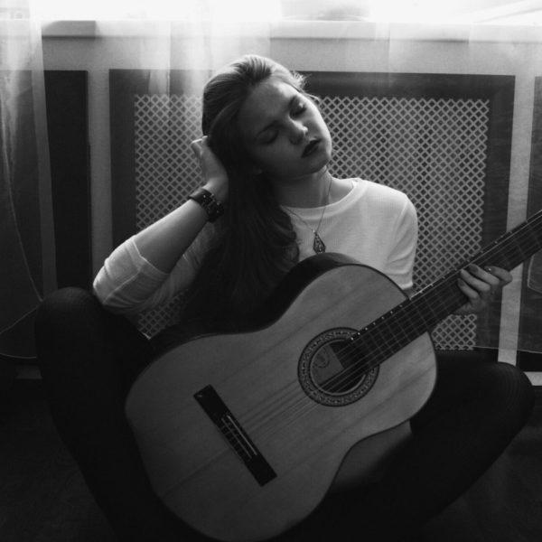 girl-guitar-photo-people-157642
